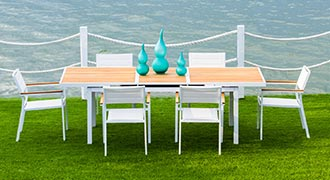 Modern Outdoor Dining at MH2H